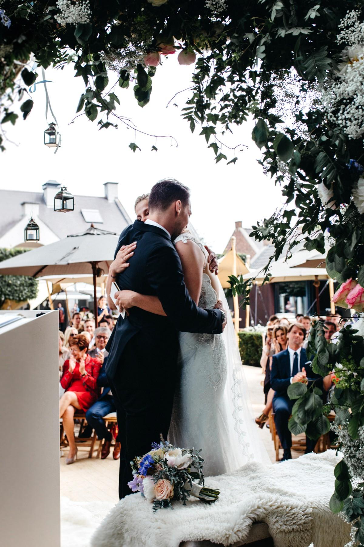 suegraphyelegantandfunbackyardwedding-nickandkimberley0247