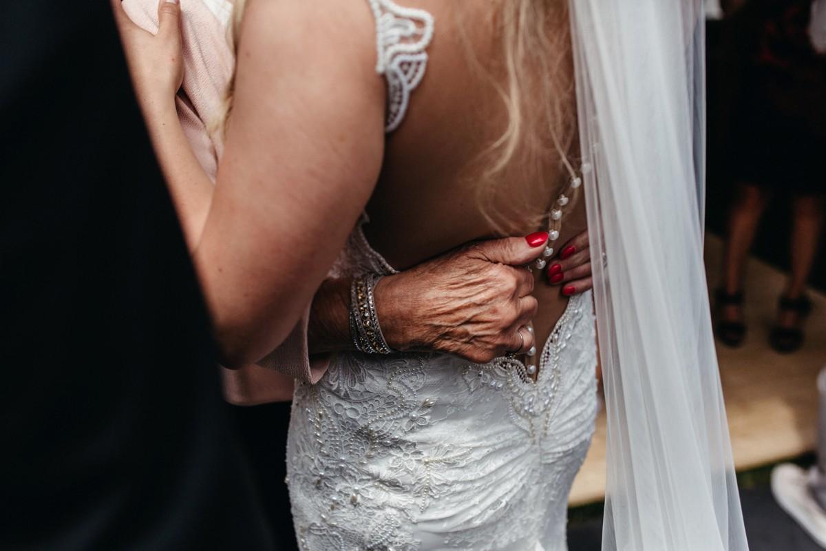 suegraphyelegantandfunbackyardwedding-nickandkimberley0406